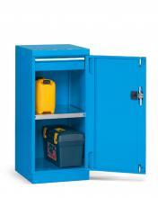 FAA110052 - PERFOM típusú szekrény szárnyas ajtóval 1 fiókkal és 1 polccal - EH=24X27 1 fiókkal - DIM. MM W=512 D=555 H=1000 - Szín: kék RAL5012
